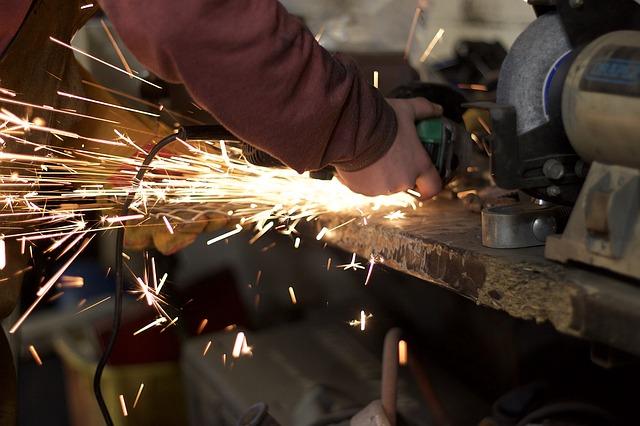 מהו שירות השחזה בעולם התעשייה?